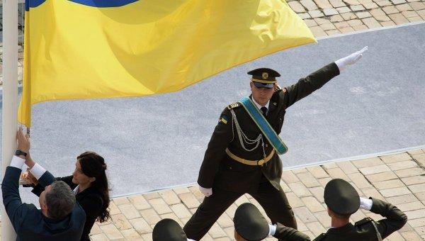 Порошенко поздравил украинцев сДнем Государственного флага