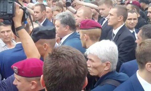 Петр Порошенко и вкладчики банка Михайловский