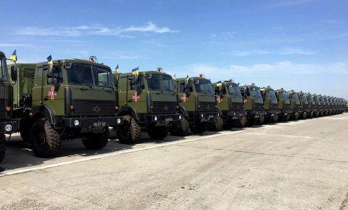 Порошенко в Чугуеве передал армии более 140 единиц военной техники