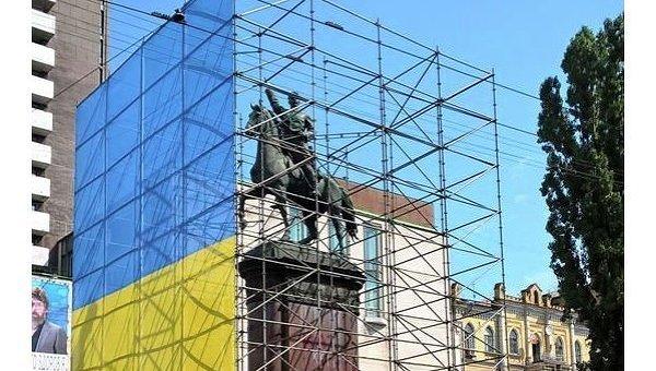 Памятник Щорсу в центре Киева