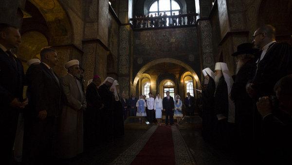 Молитва за Украину в Софии Киевской