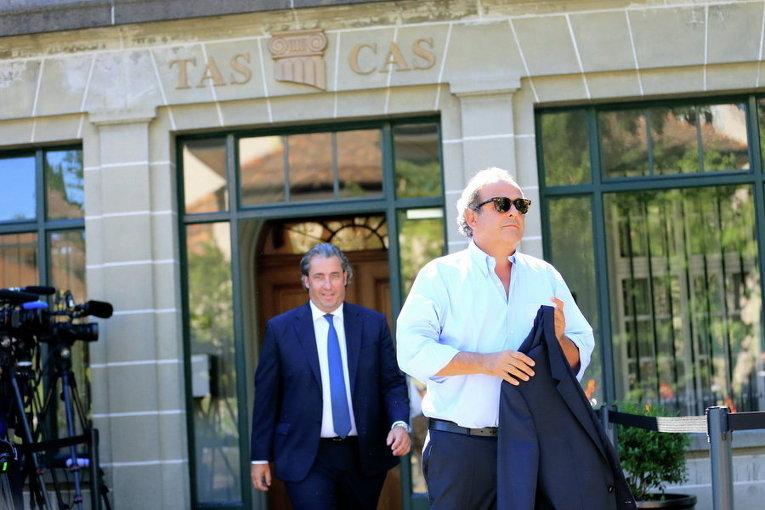 Бывший президент УЕФА Мишель Платини покидает Спортивный арбитражный суд в Лозанне, Швейцария
