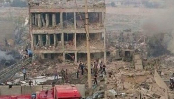 Взрыв начиненного взрывчаткой грузовика в городе Джизра провинции Ширнак на юго-востоке Турции