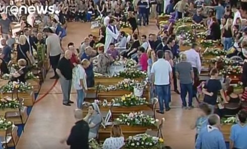 Италия хоронит жертв землетрясения