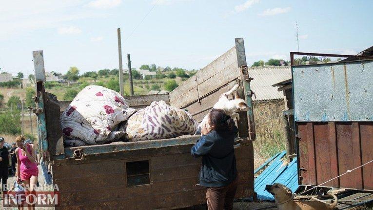 Цыгане отправили женщин идетей засвоими вещами вЛощиновку