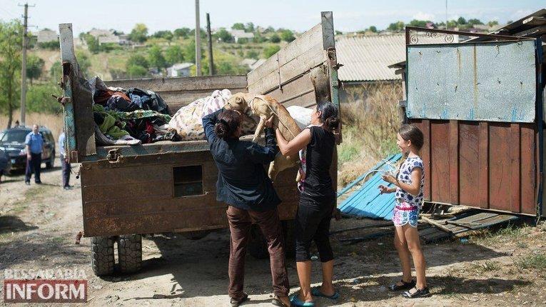 Всело Лощиновка Одесской области вернулись сотрудники цыганской общины