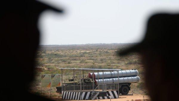 Зенитный ракетный комплекс С-300П. Архивное фото