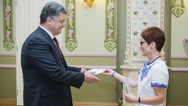 Президент Петр Порошенко и посол США в Украине Мари Йованович