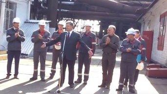 В Мариуполе металлурги не ответили Порошенко Героям слава!
