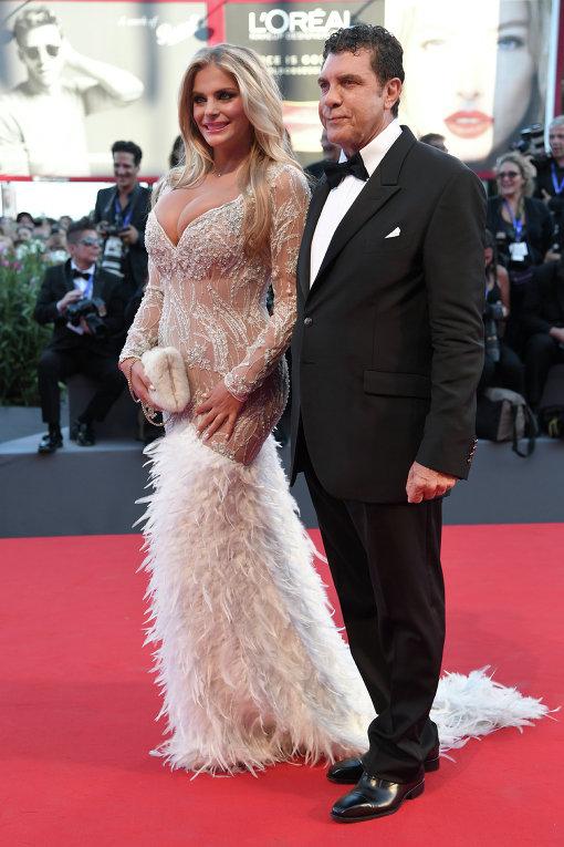 Венецианский кинофестиваль. Актриса и модель из Эквадора Франческа Киприани со своим спутником, итальянским продюсером Джованни Коттоне.