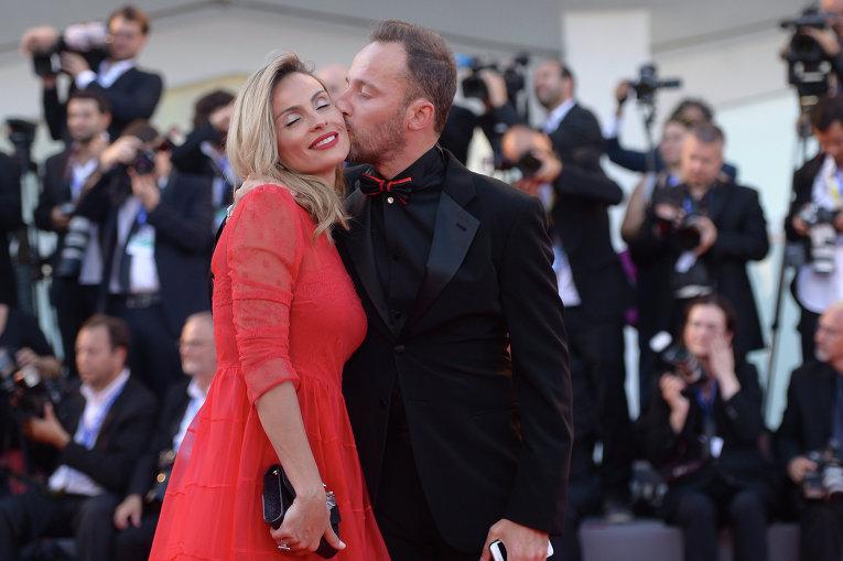 Венецианский кинофестиваль. Диджей Франческо Факкинетти и его жена Уильма Хелена Фэсол.
