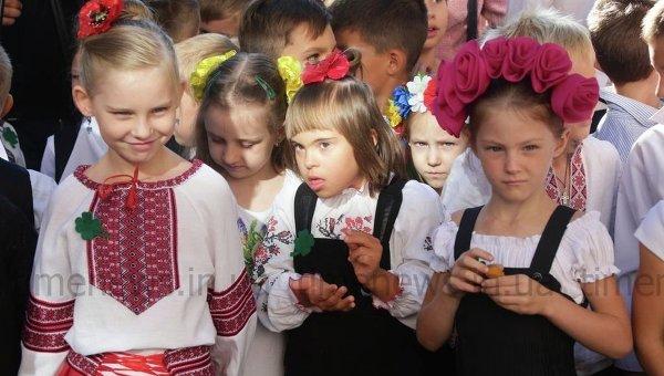 ВЧерновцах депутатам запретили выступать нашкольных линейках