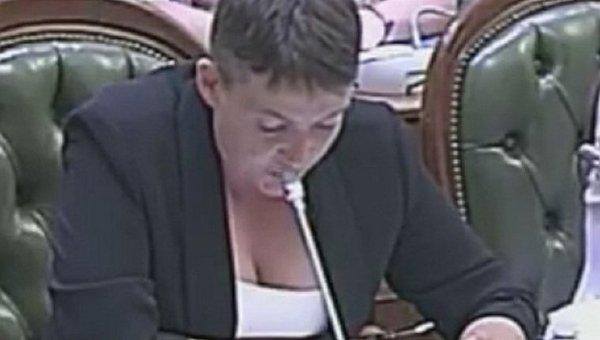 Савченко появилась в Раде в костюме с глубоким декольте 1015653386