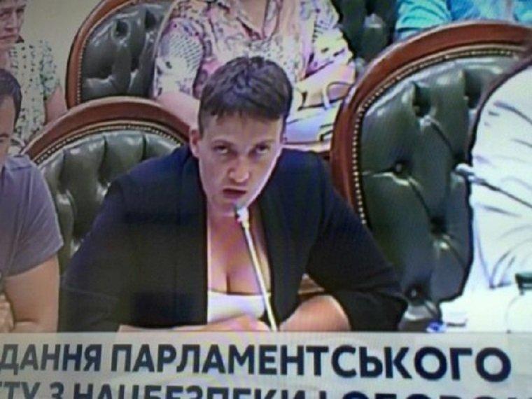 Савченко появилась в Раде в костюме с глубоким декольте 1015653467