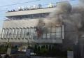 В Киеве под офисом телеканала Интер подожгли шины