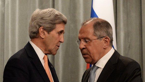 Министр иностранных дел РФ Сергей Лавров (справа) и государственный секретарь США Джон Керри
