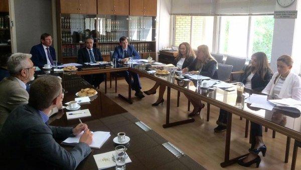 Корреспондент программы «Схемы»: секретарь генерального прокурора удалила кипрские фото Луценко снардепом Грановским