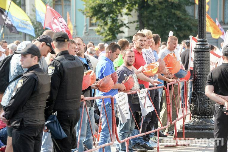 Шахтеры начали митинг уВерховной Рады
