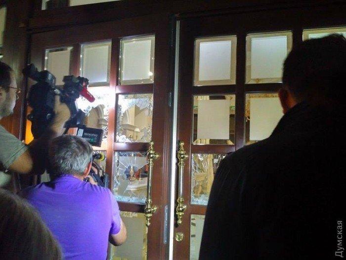 Попытка рейдерского захвата в Одессе. Стрельба в отеле