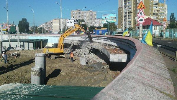 ВКиеве застройщик принялся разрушать вестибюль станции метро «Героев Днепра»