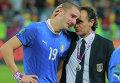Игрок сборной Италии Леонардо Бонуччи и главный тренер команды Чезаре Пранделли (слева направо)