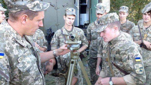 Подготовка офицеров-связистов в учебно-боевых условиях. Архивное фото