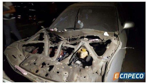 ВКиеве взорвался гараж, под обломками находится человек 4