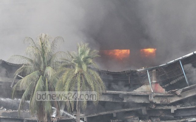 Десять человек стали жертвами взрыва нафабрике вБангладеш