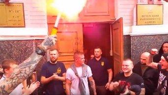 Руководителя киевского Азова отдали на поруки двух нардепов