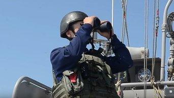 Противостояние украинских и российских ВМС у острова Змеиный в Черном море. Видео
