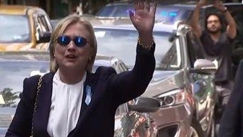 Клинтон стало плохо на церемонии памяти жертв терактов в Нью-Йорке. Видео