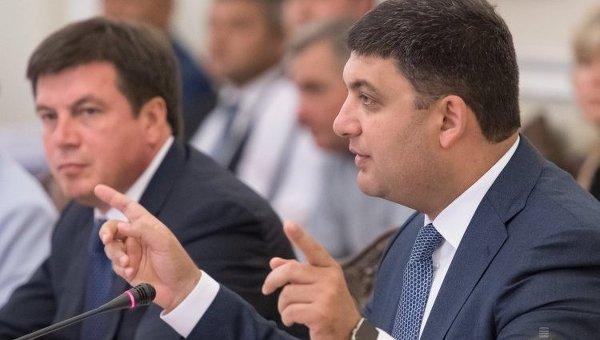 Гройсман извинился, что вице-премьер Зубко несмог потушить горящий террикон