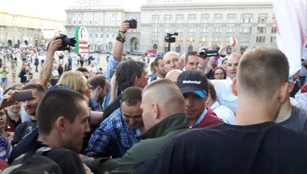 ВМинске оппозиция намитинге требует новых выборов