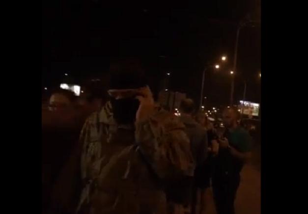 Мужчины в балаклавах на месте строительства ТРЦ и протеста на Героев Днепра