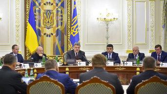 Президент Петр Порошенко на заседании СНБО