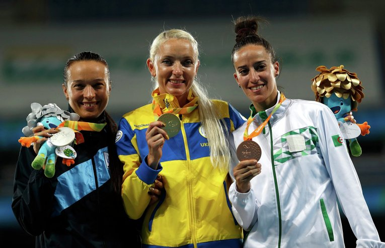 Украинская легкоатлетка Оксана Зубковская завоевала золотую медаль Паралимпийских игр в прыжках в длину в классе Т12. В своей лучшей попытке украинка показала результат 6.11 м, который стал для нее рекордным в нынешнем сезоне.