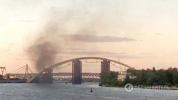 ВКиеве зажегся мост через Днепр: появилось фото
