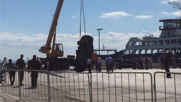 НаКерченской переправе спарома упала «легковушка»: шофёр выжил
