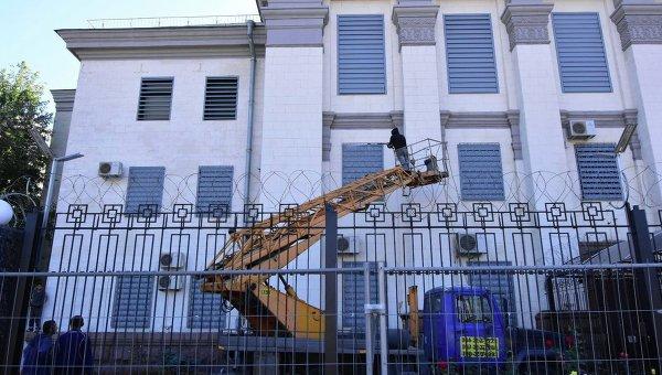 Укрепление посольства РФ в Киеве