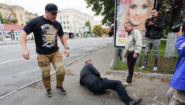 Нападение на россиянина под зданием РФ в Киеве