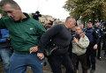 Драка под посольством РФ в Киеве