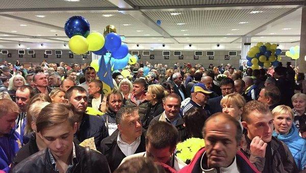 Украинских паралимпийцев торжественно встретили вКиеве,