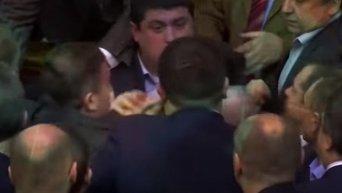 Моби показал в проморолике драку депутатов Рады. Видео