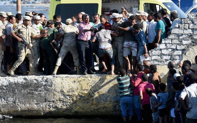 Прибытии мигрантов в египетском порту города Розетты, Египет