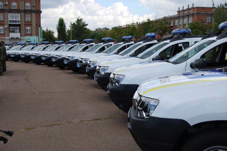 Аваков передал автомобили Renault Duster луганской полиции
