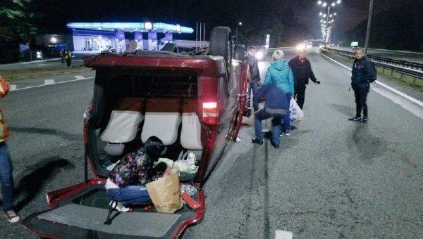 На месте ДТП под Киевом: водитель на BMW въехал в микроавтобус с пассажирами
