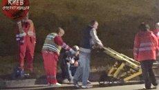 В Киеве автомобиль сбил двух пешеходов, погибла девушка