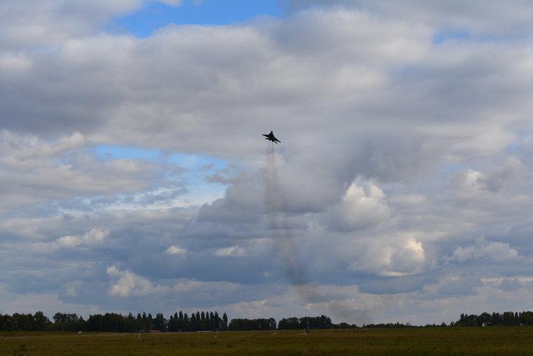 Полеты истребителей ВВС Украины в сложных метеоусловиях