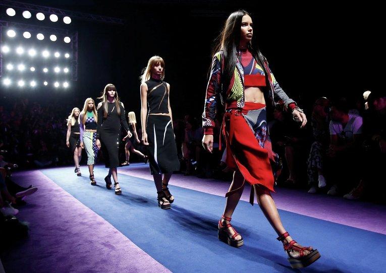 Адриана Лима. Неделя моды в Милане
