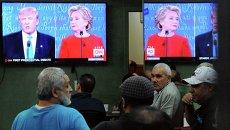 Дональд Трамп и Хиллари Клинтон в ходе теледебатов
